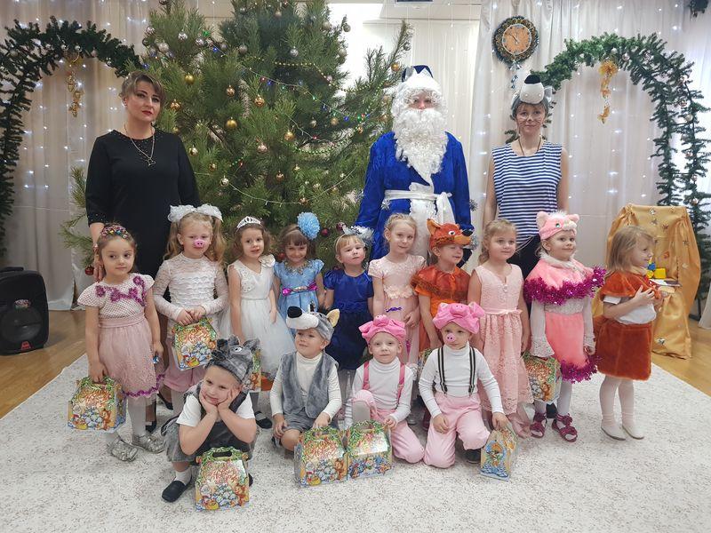 С 25 по 28 декабря в нашем детском саду прошли новогодние утренники