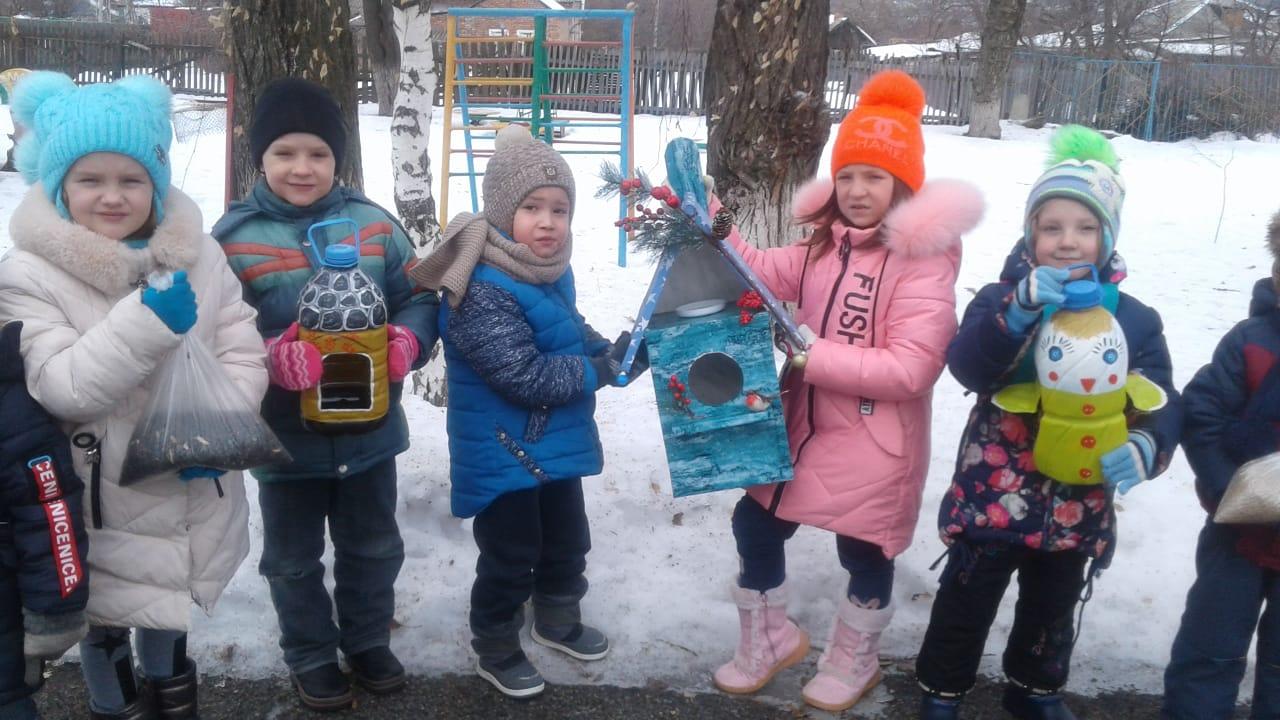 Акция  «Трудно птицам зимовать – надо птахам помогать!»